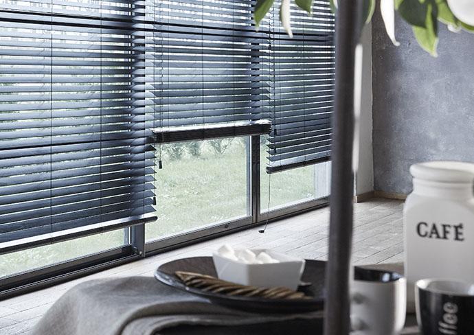 stores v nitiens store v nitien sur mesure. Black Bedroom Furniture Sets. Home Design Ideas