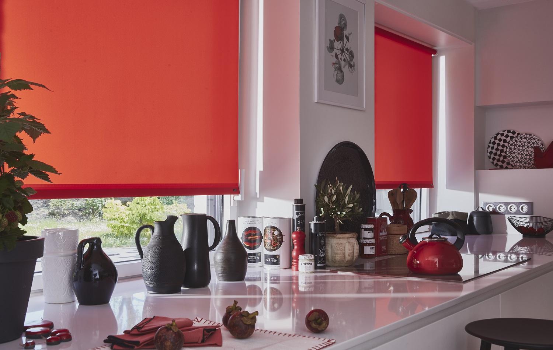 les nouveaux rideaux pour une cuisine moderne ce sont les stores heytens. Black Bedroom Furniture Sets. Home Design Ideas