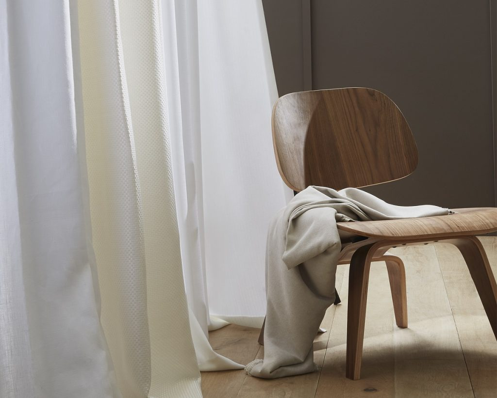 rideaux blancs et beiges en lin heytens