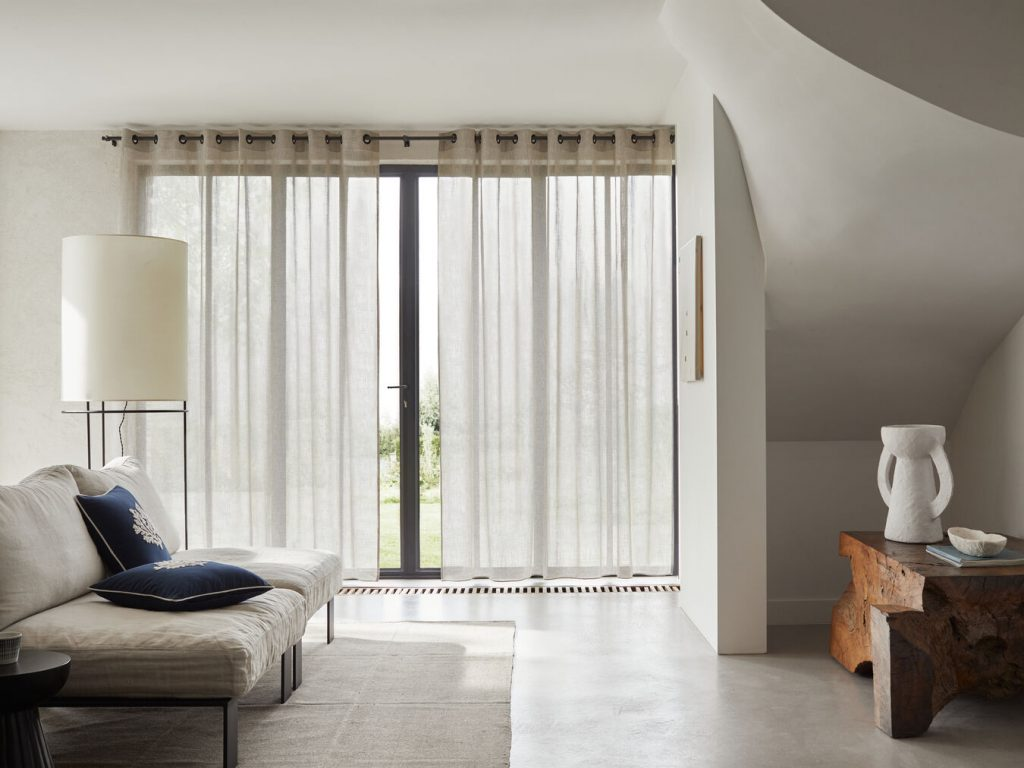 Donnez un côté cosy à votre salon grâce aux voilages